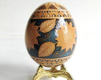 etched Pysanka Ukrainian Easter egg batik decorated chicken egg reversed dying process Pysanky mothers day gifts personalized eggs