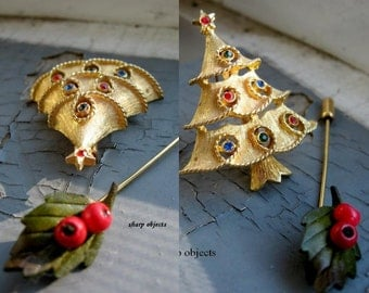 SEASONS GREETINGS -  vintage 50s Jonette stamped antique gold christmas tree, holly berry stickpin Pin and Brooch set
