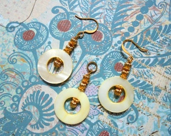 Pale Yellow Shell Pendant and Earrings (0392)