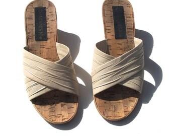 6/6.5 cork wedge open toe vintage 80s 1980s tan beige vinyl criss cross mule heel pumps wedges sandals 6.5 kitsch indie women hipster shoes