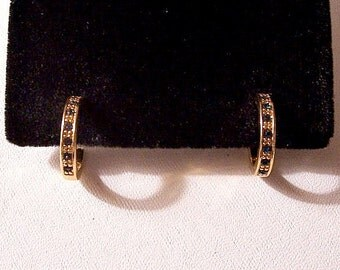 Blue Round Stone Hoops Pierced Stud Earrings Gold Tone Vintage Small Open End Raised Nail Head Accents