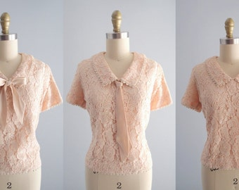 1950s Peach Lace Blouse with Peter Pan Collar and removable satin bow tie / button back short sleeve Top shirt by Integrity Casuals sz S/M