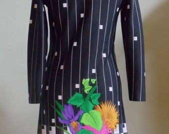 "Vintage 70's Mr. Fine of Dallas BLK Dress with Geometric & Bold Floral Print  Border Bust 35"" Waist 33"""