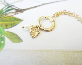 Gold Circle Leaf Necklace Pearl Drop Cluster Necklace Small Simple Leaf Charm Wedding Jewelry Bridesmaid Gift Nature Inspired Jewelry