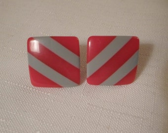 Vintage / STRIPED LUCITE EARRINGS / Pierced / Red & Gray / Layered / Laminated / Art Moderne / Modernist / Retro / Chic / Hip / Accessories
