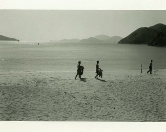 "Vintage Photo ""Last Visitors of Summer"" Beach Snapshot Photo Old Photo Black & White Photograph Found Photo Paper Ephemera Vernacular - 118"