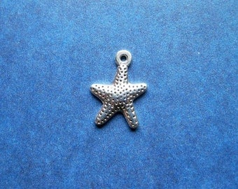 20 Starfish Charms in Silver Tone - C2465