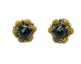 Black Bead & Filigree Earrings. Flower Clusters. Lucite Faceted Beads. Signed Lisner. Clip Ons. Vintage 1960s Hollywood Regency Jewelry.