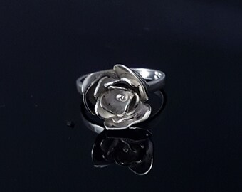 Hammered Silver Rose Ring, Solitaire, Floral Jewelry, Stackable Ring, Dainty Ring, Romantic Ring, Victorian Ring, Gift For Her, Flower