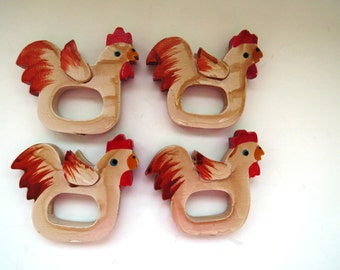 VERA NEUMANN Napkin Rings - Wooden Roosters - Set of 4 - Chicken Hen Napkin Holders - Farmhouse Table Decor - New Unused With Tags - Gift