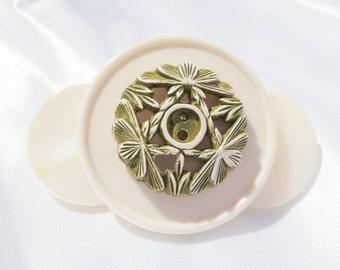 Vintage Flower Brooch, Vintage Flower Pin, Mother of Pearl Brooch, Antique Button Brooch, Vintage Button Brooch, White Flower Brooch, Floral