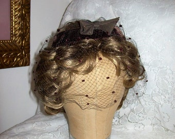 Vintage 1950s Ladies Brown Velvet Hat w/ Birdcage Veil Union Label Only 6 USD