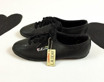 90s L.A. Gear Black Leather Tennis Shoes / Sneakers / Running Shoes / Deadstock / Size 7.5 / Sporty / 80s / Pastel / Geometric / Minimal