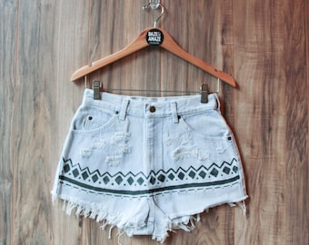 High waist vintage denim shorts | Ripped distressed shorts | Aztec tribal tumblr painted denim | Hipster festival bohemian unique shorts |