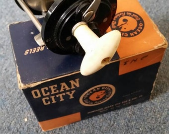 NOS Vintage Fishing Reel. OCEAN CITY Lake and Bay Reel no. 939h. 1960's never used. Original box and paperwork