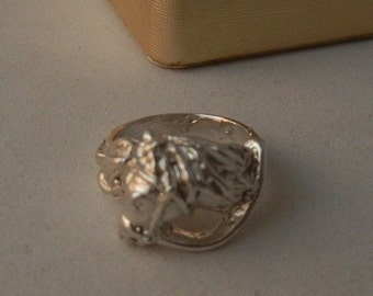 STERLING SILVER HORSE ring size  8.25 weight 9.4 grams