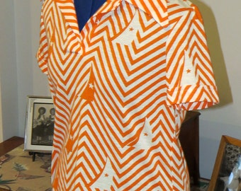 Vintage 1970s Short Sleeve Shirt | Orange and white chevron pattern with sailboats |  Short Sleeve with pointed collar | Size L - XL
