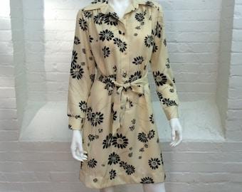 vintage shirt dress //black floral shirtwaist dress // 1970s // medium
