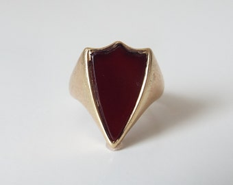 Vintage 9ct gold and carnelian shield ring - great pinky ring
