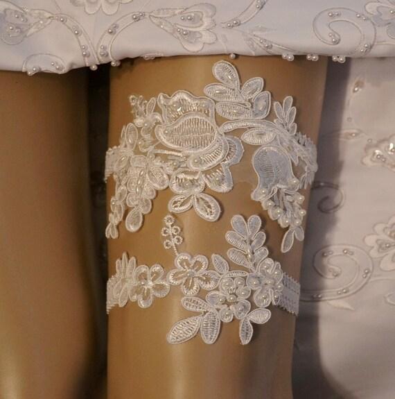 Unique Wedding Garter: Wedding Garter Elegant Ivory Venice Lace By SpecialTouchBridal