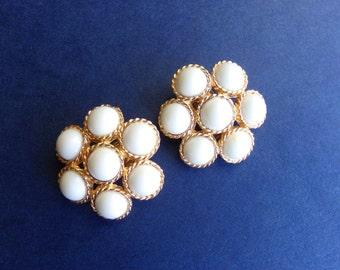 White Bead Cluster Earrings, Marvella Signed Earrings, White Gold Earrings, Lucite Earrings, 1960s Earrings, White Flower Clip On Earrings