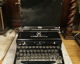 VINTAGE Royal Deluxe Typewriter Model O  Touch Control Portable Standard with case