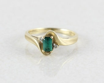 10k Yellow Gold Emerald and Diamond Ring Size 5 1/2