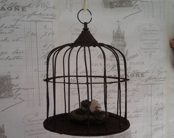 French Vintage Birdhouse.....Metal birdhouse...Iron Wire...Brocante...Farmhouse decor...Garden decor...Rusty & Dusty...
