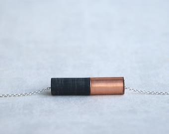 ÉMI // pendentif en cuivre et résine noire sur chaîne argentée