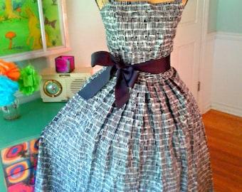 Lovely Pin up dress /50's Sleeveless /Hepburn /Garden Party / Tea Party /Bridal Shower / Fit & Flare / Full Sweep Skirt / Wedding / Med-Lg