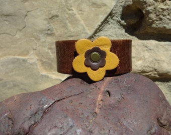 brown leather cuff/upcycled leather cuff/flower bracelet/leather bracelet/brown flower cuff/womans bracelet/girls bracelet/jewelry/C161