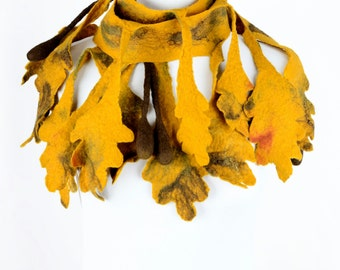 Oak scarf in woodland style - oak leaf scarf - yellow fall scarf - felted autumn scarf with falling leaves - leafage or foliage scarf [S7]