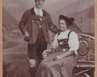 Vintage hard paperboard photo 105 x 165 mm couple in traditional costumes Immenstadt in Allgäu
