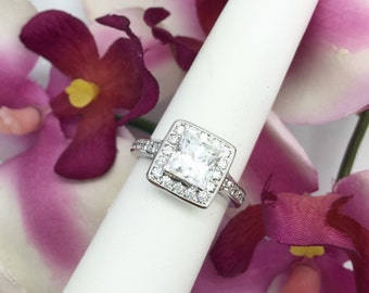 18K White Gold Halo Diamond Engagement Semi Mount Ring (0.75CTW) for Princess/Asscher Cut Center Stone