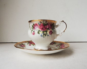 Elizabethan Tea Cup and Saucer Fine Bone China Made in England  Roses