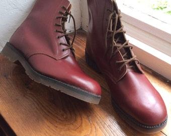Vintage UK 11  US 10 EU 41.5 work boots. Deadstock, new old stock. Gettagrip, leather 8 eyelets