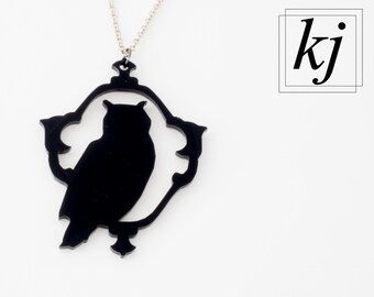 "Necklace ""Owl"" in shiny black acrylic"