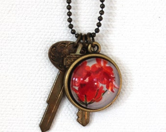 Red Geranium Flower Floral Necklace Antique Brass Finish Pendant Necklace with 2 Key Charms
