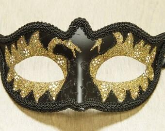 Les masques pour la personne des boutons acheter dans la pharmacie