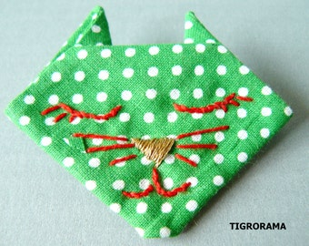 PIN origami embroidered green cat