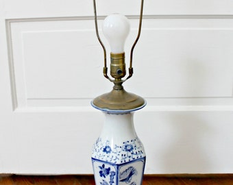 Vintage Blue & White Chinoiserie Lamp, Vintage Lighting, Blue and White Lamp, Brass Finial, Japanese Lamp