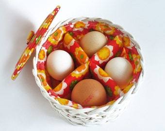 Egg warmer basket with padded flower power lining, dividers and lid