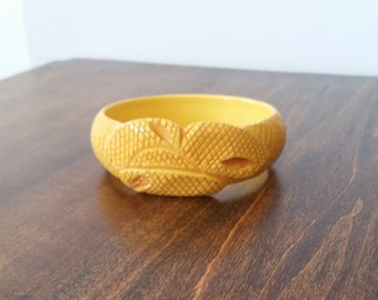 Bakelite, carved snakeskin, yellow bangle bracelet