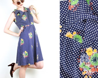 French vintage 1960s 70s dotted blue dress w/ floral print / Fitted waist Flared skirt Shirt collar Tank Dress / Found Made in France Paris
