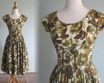 Vintage 1950s Dress - Pretty Green Mid Century Print Dress - 50s Full Skirt Dress S M