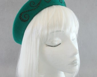 Emerald Green 1940s Style Hat. Halo Hat. Velour Fur Felt Pillbox w/ Hand Embroidered Swirls. Ladies' Vintage Style Millinery '40s Accessory