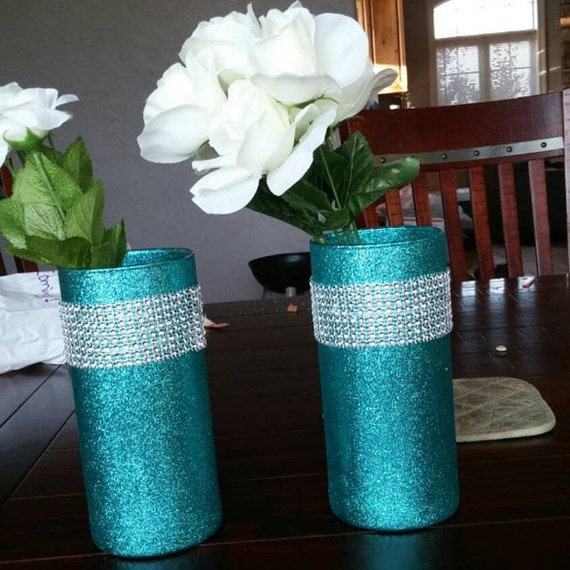Your Wedding DIY Decor: Glitter and Glam Vases