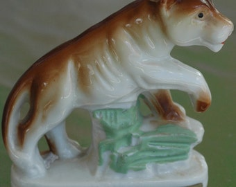 lovely lucky lady lion leo lioness cougar JAPAN mini figurine statuette ceramic kitsch collectable knick knack trinket