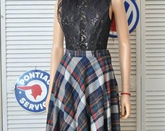 70s does 50s Vintage Plaid Skirt/Semi Full/Womens Teens/Preppy School Girl/Bobbie Brooks/Grey Black Red Wool Blend/Acrylic Polyester/