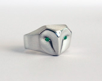 Owl Ring With Emerald eyes, Barn owl sterling silver ring, green  emerald eyes, Owl Jewelry
